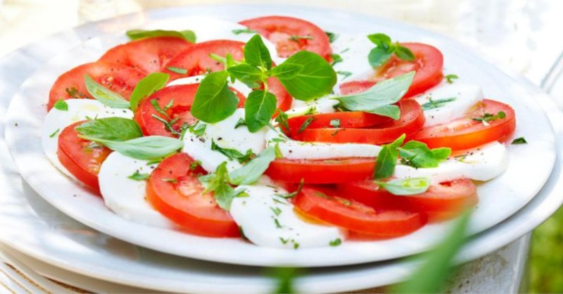 Blog vin Beaux-Vins oenologie dégustation salade caprese mozarella tomates