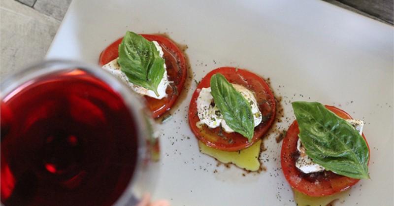 Blog vin rouge Beaux-Vins oenologie dégustation salade caprese tomates mozarella