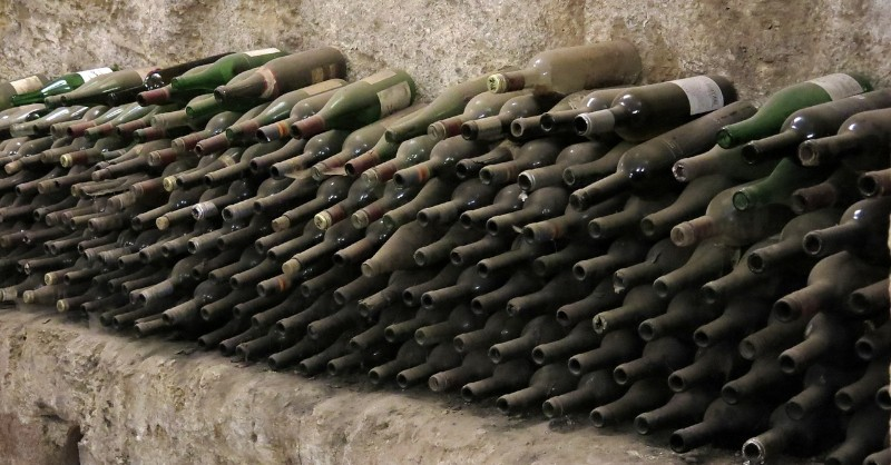 conserver garder astuce cave couché debout blog vin Beaux-Vins oenologie degustation